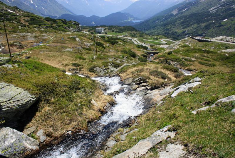 Der Fluss Moësa auf dem Weg ins Tessin
