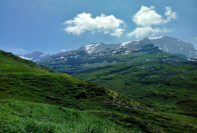 Grandioser Rundumblick auf die Gebirge um den Klausenpass