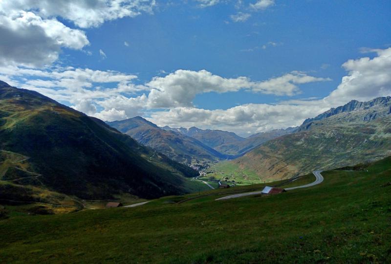 Schönheit und Fahrspass am Oberalppass