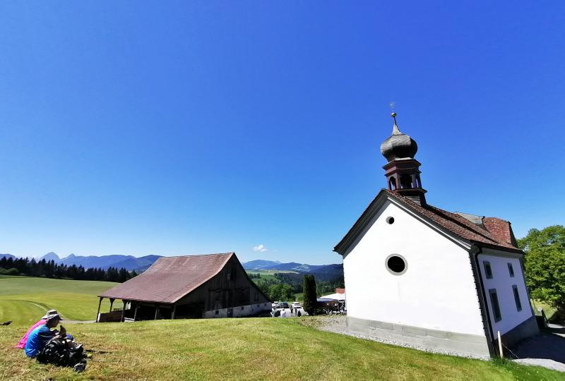 Etzelpass: Passhöhe mit Restaurant und St. Meinrad-Kapelle