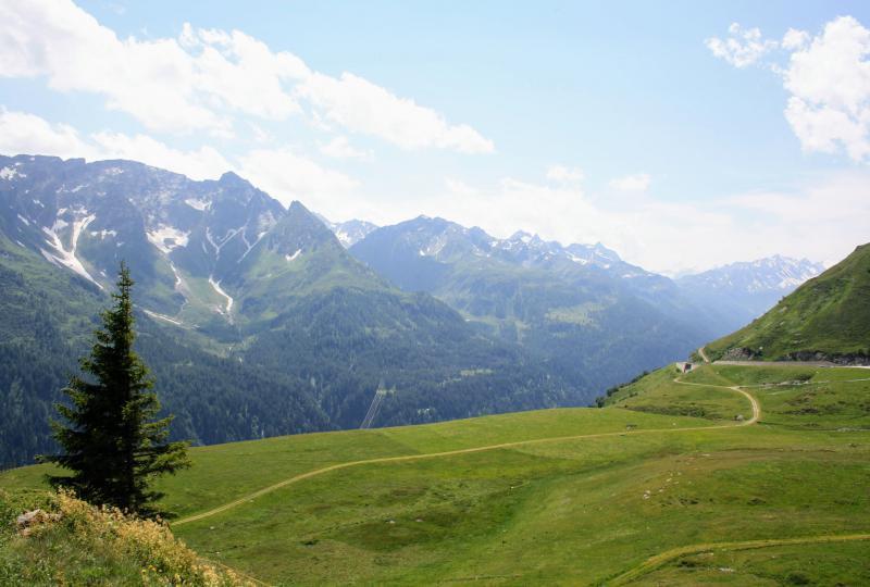 Gotthardpass: Aussicht in Richtung Val Bedretto