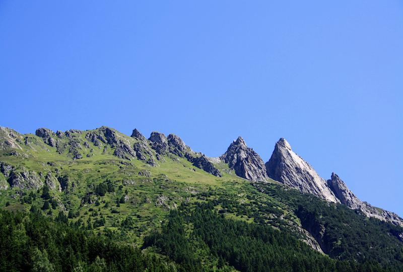 Bizarr geformte Bergspitzen am Rande des Meiental