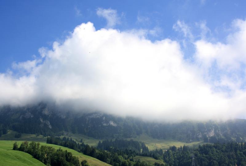 Einmal anders: Hoher Kasten in den Wolken versteckt