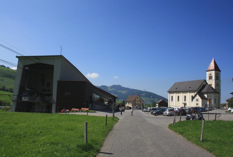 Brülisau: Kirche und Luftseilbahn Hoher Kasten