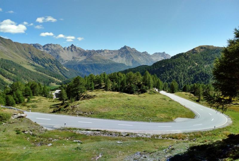 Kurvenspass am Berninapass