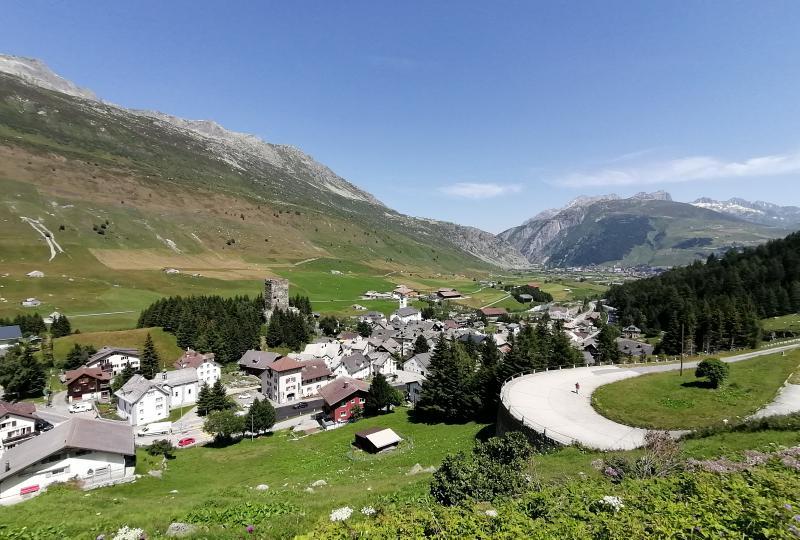 Die alte Gotthardstrecke bei Hospental dient heute als Wanderweg