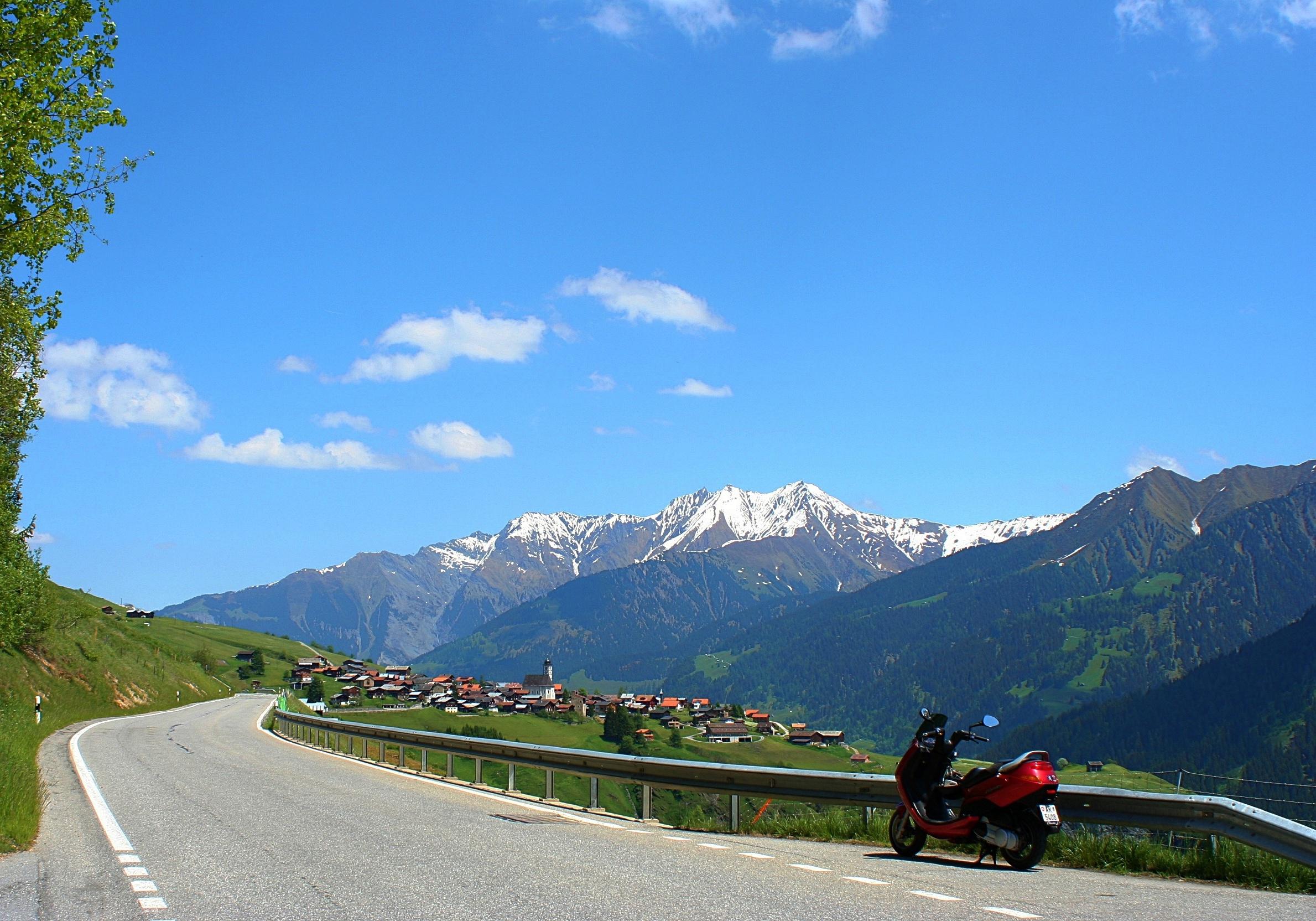 Tolle Aussicht über das Val Lumnezia Richtung Lumbrein